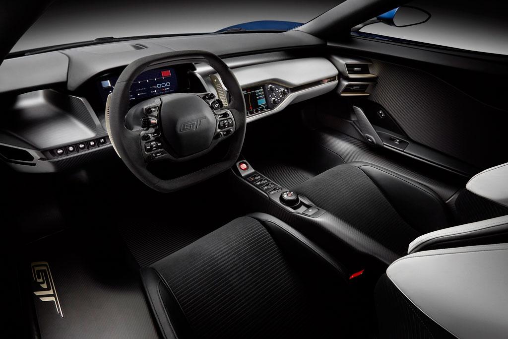 суперкар Ford GT II салон